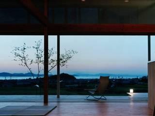 Modern Living Room by 松永鉄快建築事務所 Modern