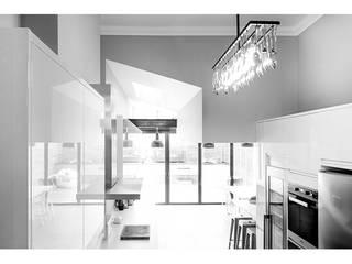 Dan & Helen's refurb: modern Kitchen by Edwards Rensen Architects Ltd