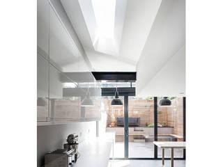 Dan & Helen's refurb: modern Dining room by Edwards Rensen Architects Ltd