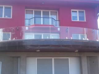Balcon, Veranda & Terrasse modernes par Doğdu Cam Ve Ayna San. Tic. Ltd. Şti Moderne