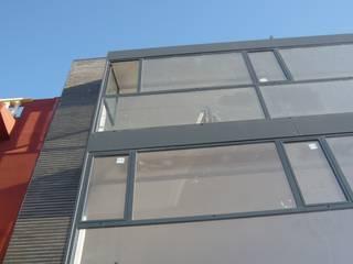 EDIFICIO DE VIVIENDAS EN CARCAIXENT[Valencia] Casas de estilo moderno de CURROMESTREestudio Moderno