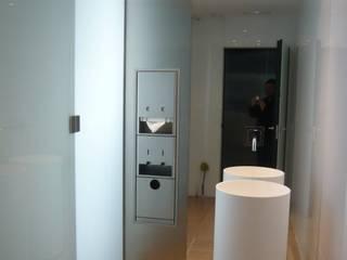 HOTEL BARCELO VALENCIA Baños de estilo moderno de CURROMESTREestudio Moderno