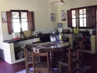 Casco de Finca en La Caldera: Cocinas de estilo  por Valy,Rural