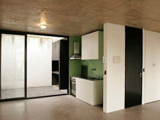 Modern kitchen by IR arquitectura Modern