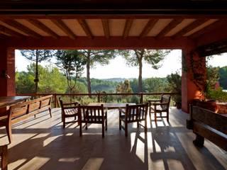 Can Joan Gall Balcones y terrazas de estilo rural de Rios-Casariego Arquitectos Rural