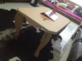 cardboard table de GRUPO ARTS and CRAFTS Ecléctico
