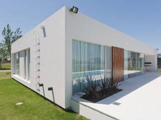 Casa C Puerto Roldan de VISMARACORSI ARQUITECTOS Moderno
