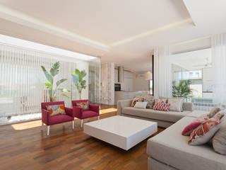 VISMARACORSI ARQUITECTOS Modern Living Room