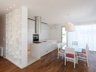 Modern Dining Room by VISMARACORSI ARQUITECTOS Modern
