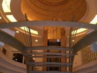 Interiores: Corredores e halls de entrada  por Garcez- Arquitectos Associados,LDA