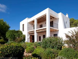 Cala Llentrisca Balcones y terrazas de estilo rural de Rios-Casariego Arquitectos Rural