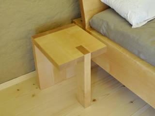 Gestecktes Bett mit Nachtkästchen:   von Holzbearbeitung Raphael Lempert