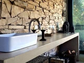 Estudio Emilio Maurette Arquitectos Colonial style bathrooms