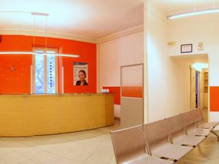 sala attesa studio medico: Studio in stile  di Archgallery