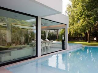 CASA CARRARA Piletas modernas: Ideas, imágenes y decoración de Remy Arquitectos Moderno