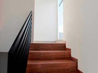 Minimalistischer Flur, Diele & Treppenhaus von JF ARQUITECTOS Minimalistisch