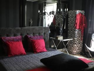 2kul INTERIOR DESIGN Camera da letto eclettica Tessuti Nero