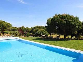 Villa 38: Jardins clássicos por PLAN Associated Architects