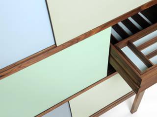 Geschirrschrank Colorante aus Nussbaum: modern  von Martin Wilmes,Modern