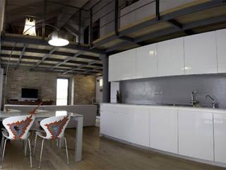 Moderne Esszimmer von Alma Modern