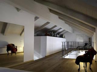 Loft Minimal Soggiorno moderno di Alma Moderno