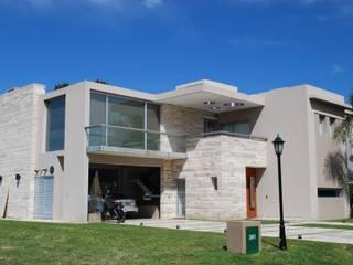 Maisons modernes par cm espacio & arquitectura srl Moderne