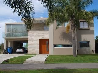 vivienda unifamiliar: Casas de estilo  por cm espacio & arquitectura srl