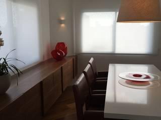 residência RV Salas de jantar modernas por Studio Marcio Michaluá Moderno