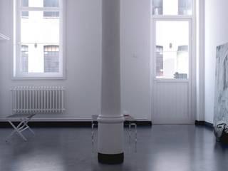 Couloir, entrée, escaliers modernes par Aleks [koovp] images Moderne