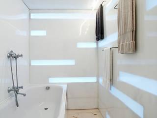 Shouldham Street: modern Bathroom by Henning Stummel Architects Ltd