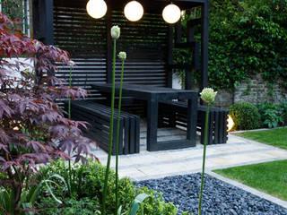 Pergola Nowoczesny ogród od Earth Designs Nowoczesny Lite drewno Wielokolorowy