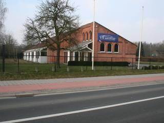 Tiendenschuur Van Mol:  Huizen door metamorfos.architecten bvba