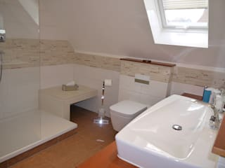 der Blick ins Bad, Keramik von IDEAL STANDARD: mediterrane Badezimmer von badplan.de
