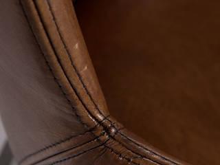 """Vintage Stuhl """"Starkey"""" aus Leder mit Armlehnen in schlichtem Design von Woodzs Ausgefallen"""