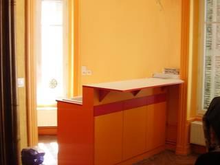 Rénovation et transformation d'une maison:  de style  par KymyK
