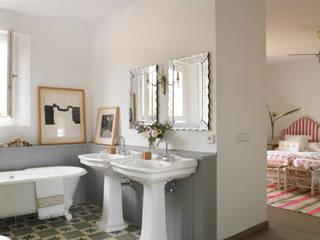 Melian Randolph Modern bathroom
