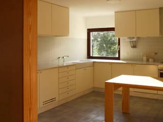 Eira House Cocinas de estilo moderno de SAMF Arquitectos Moderno