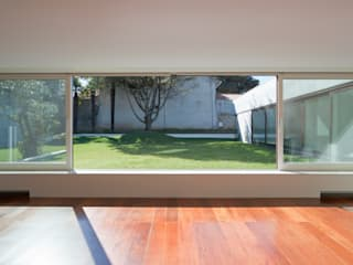 Projeto: Salas de estar  por Figueiredo+Pena,Minimalista