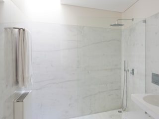 Projeto: Casas de banho  por Figueiredo+Pena,Minimalista