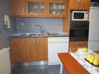 Rios Rosas: Cocinas de estilo  de Tu Casa Home Staging