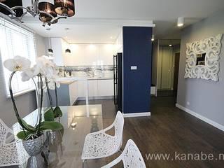 Granatowe wnętrze: styl , w kategorii Salon zaprojektowany przez KANABE