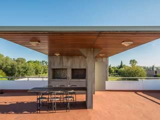 Balkon, Beranda & Teras Modern Oleh barqs bisio arquitectos Modern