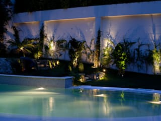 Tropical style garden by Visual Stimuli Tropical