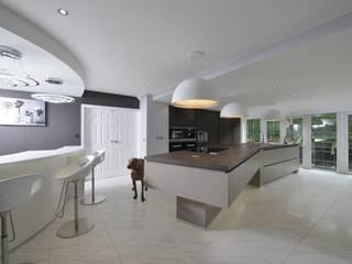 Mr & Mrs Campbell Modern kitchen by Diane Berry Kitchens Modern