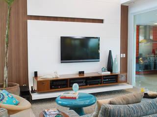 Salas de estar minimalistas por 360arquitetura Minimalista