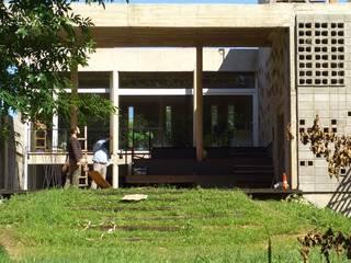 Casa Am 518: Casas de estilo  por Rr+a  bureau de arquitectos