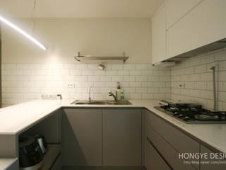 거실의 서재화 , 은혜로운 집 _ 25py: 홍예디자인의  주방,모던