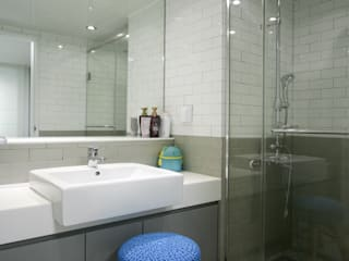 거실의 서재화 , 은혜로운 집 _ 25py: 홍예디자인의  욕실,모던