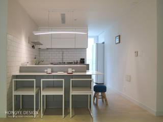 거실의 서재화 , 은혜로운 집 _ 25py 모던스타일 주방 by 홍예디자인 모던