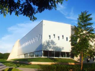 LABICAM Escuelas de estilo moderno de STUDIO 360 Moderno